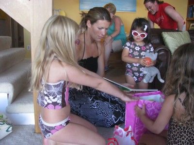 Mary, Gabby and Grace help Yaya with her presents